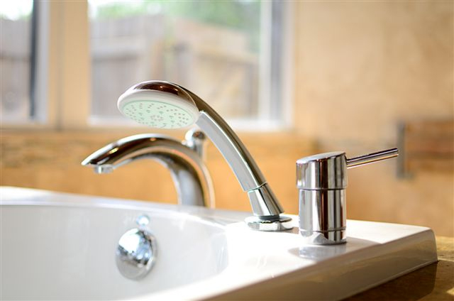 bathroom-faucets-miami-showroom
